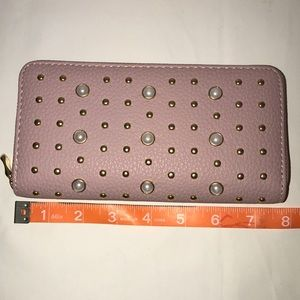 Bags - Pearl Stud Wallet- NWOT (New without tags 🏷)